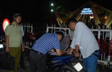 Giả thường dân, Chủ tịch UBND TP Mỹ Tho kiểm tra bãi giữ xe 'chặt chém'