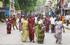 Ấn Độ: Nâng ngực miễn phí toàn bang để 'xóa xấu'