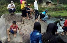 Đổ xô đi xem 'đá nở hoa' ở Quảng Nam