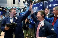 'Tắm máu' rồi xanh rực, thị trường chứng khoán Mỹ đang tìm đáy?