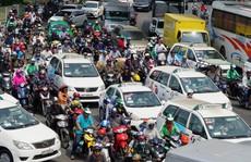 Cửa ngõ sân bay Tân Sơn Nhất hỗn loạn trưa 23 Tết
