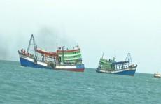 Lật thuyền đánh cá, 2 ngư dân mất tích trên biển