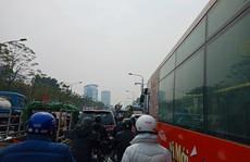 Ngỡ ngàng cảnh bến xe Hà Nội cận Tết 'vắng như chùa Bà Đanh'