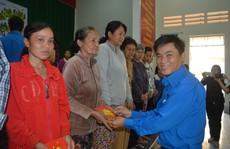 CEP tặng thành viên nghèo quà Tết
