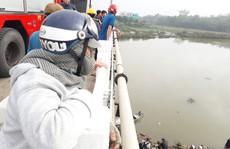 Thanh niên 'mất tích', để lại điện thoại và xe máy trên cầu