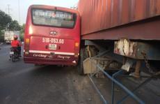 Đình chỉ tài xế xe buýt rượt đuổi xe container trên Quốc lộ 1