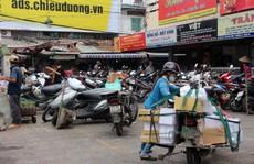 TP HCM: Nhiều bãi giữ xe vẫn 'trơ gan' trên vỉa hè