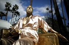 Tượng giễu nhại Harvey Weinstein xuất hiện gần Oscar