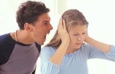 Chồng khiến tôi sợ hãi dù không hề đánh đập