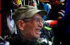 Nghệ sĩ khắc khổ Trần Hạnh gần 90 tuổi vẫn bán xăng, bán hàng