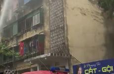 Cháy chung cư, người dân hoảng loạn tháo chạy ra ngoài