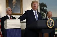 'Giằng co' đến phút chót, ông Trump cho qua ngân sách mới