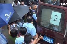 Video Bộ Công an khám xét, bắt bị can tại chi nhánh Ngân hàng Eximbank ở quận 1 - TPHCM
