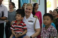 Thủy thủ tàu sân bay Mỹ giao lưu cảm động với làng trẻ em SOS Đà Nẵng