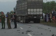 Xe máy va chạm với xe tải, 2 thanh niên chết tại chỗ