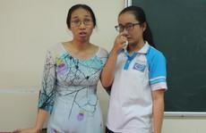 Vừa được dạy trở lại, cô giáo 'im lặng 4 tháng' tiếp tục bị đình chỉ
