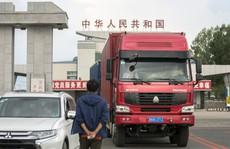 Tay bắt mặt mừng nhưng Trung Quốc tiếp tục trừng phạt Triều Tiên