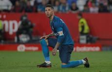 'Tiền đạo' Ramos phá lưới nhà, Real Madrid trắng tay ở Sevilla