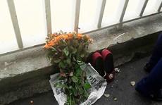 Cô gái để lại bó hoa hồng và đôi giày nhảy cầu tự tử