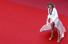 Mỹ nữ hớ hênh trên thảm đỏ: Vô tình hay cố ý?