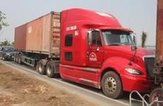 'Hung thần' xe tải ngày càng liều lĩnh!