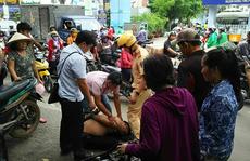 Đám đông vây bắt 2 kẻ 'đá xế' ở quận 10 - TP HCM