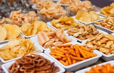 Người Việt chi ngàn tỉ mua bánh snack