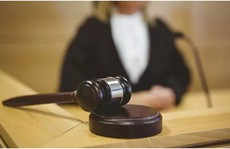 Thoát tội cưỡng hiếp nhờ cho bồi thẩm đoàn xem… 'của quý'