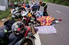 Bất chấp nguy hiểm, nhóm phượt nằm ngủ trên đường đèo Đa Mi
