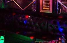 Tiệc sinh nhật của quý bà khiến nam tiếp viên karaoke tái mặt