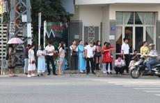 Nha Trang lo khách nước ngoài ở lại 'làm chui'