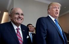 Ông Trump 'dằn mặt' luật sư  mới về vụ ngôi sao phim người lớn