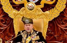 Vua Malaysia tự giảm 'lương' giúp trả nợ quốc gia