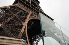 Tháp Eiffel 'mặc giáp chống đạn'