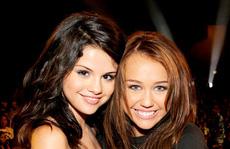 Nhiều sao bảo vệ Selena Gomez trước lời chê 'xấu xí'
