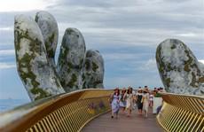 Đến Đà Nẵng 'sống ảo' với cây cầu nằm trên bàn tay