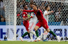 Ronaldo lập hat-trick, Bồ Đào Nha thoát thua ngoạn mục