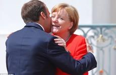 EU 'hy sinh' Ý, Hy Lạp để cứu bà Merkel?