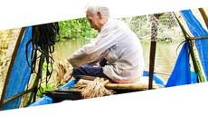 """(eMagazine) - Cách bắt cá """"dị thường"""" của lão nông miền Tây"""