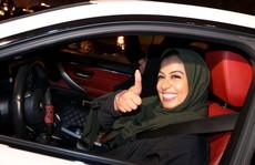 Phụ nữ Ả Rập Saudi được lái xe: Chị em háo hức lên đường giữa đêm