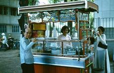Ảnh độc đáo về hàng quán giải khát trên vỉa hè Sài Gòn xưa