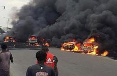 Xe chở dầu bắt lửa, 9 người chết thảm,53 xe bị thiêu rụi