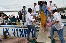 'Giải cứu' hơn 2.000 du khách mắc kẹt ở Lý Sơn