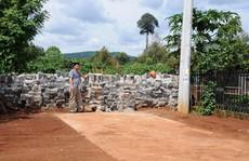 Xây tường chắn lối đi hàng xóm vì chưa góp tiền làm đường