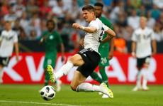 'Xe tăng' Đức thắng nhẹ, Ả Rập Saudi lập hat-trick thua