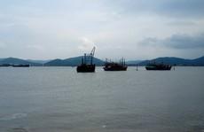 'Quên' hơn 1.300 tấn clinker dưới biển