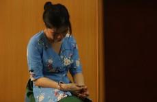 'Phát lương' cho tiếp viên bán dâm, 2 nhân viên khách sạn khốn khổ