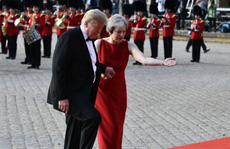 Vừa tới Anh, ông Trump đã phát ngôn sốc về Brexit