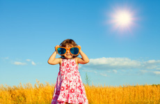 Bắt trẻ 'ninja' trong nắng hè: lợi hay hại?