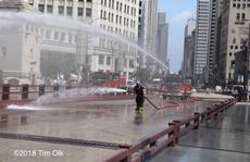 Mỹ: Nóng tới mức cứu hỏa phải phun nước 'cứu' cầu thép